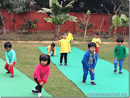 Kids doing Yoga at Mothercare Sportsfest (3)