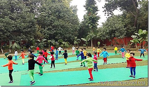 Kids doing Yoga at Mothercare Sportsfest (7)