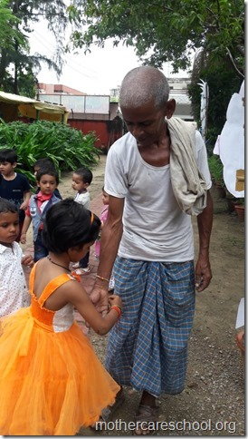 Playgroup children  learning about gratitude to those who nurture and care for us like the teachers, ayahs, van bhayiyas, trees and plants and Moolchand mali bhaiya by tying rakhis (3)